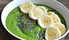 This healthy delicious tropical green smoothie bowl will give you energy and fill you up for hours - so go and seize the day!​ | YMCFood | Nutrition | YummyMummyClub.ca
