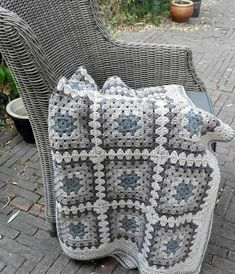 How to Crochet a Granny Square with 72 Images for 2019 – Page 57 of 65 – Crochet… – Granny Square Granny Square Projects, Granny Square Häkelanleitung, Crochet Squares Afghan, Crochet Granny Square Afghan, Crochet Quilt, Granny Square Crochet Pattern, Afghan Crochet Patterns, Baby Blanket Crochet, Diy Crochet