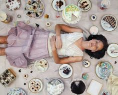 Lee Price paints uncannily realistic paintings around the subject of food and her paintings always have a peculiar angle of view. Hyper Realistic Paintings, Amazing Paintings, Amazing Artwork, Selfies, Lee Price, Art Gallery, Binge Eating, Oil Painters, Recipe Images