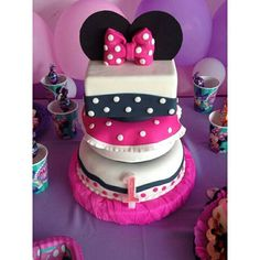 Torta de Cumpleaños Minnie Mouse by EdliCakes.