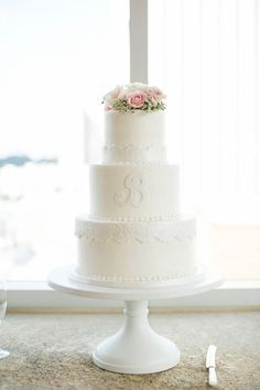 emily and sean charlotte nc wedding cake the schultzes photography mint