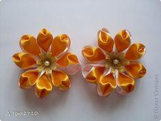 Всем привет! Недельки две тому назад у меня родились вот такие резиночки - цветочки. Сегодня нашлось времечко выложить их на Ваш суд.   фото 4