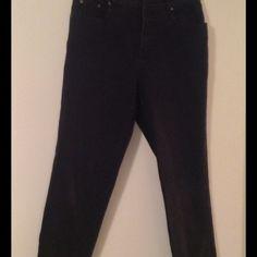 Women's BILL BLASS Jeans Women's BILL BLASS Jeans, size 12...(stretch) short length...98 % cotton..2% Lycra....smoke and pet free home.... Bill Blass Jeans