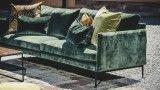 Soffa i sammet. Nätt sammetssoffa i två storlekar | Flamingon | SWEEF Outdoor Sofa, Outdoor Furniture, Outdoor Decor, Couch, Living Room, Home Decor, Pastel, Decoration Home, Room Decor