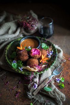 Beetroot amp goat cheese croquettes with salmorejo Veggie Recipes, Vegetarian Recipes, Cooking Recipes, Vegetarian Tart, Veggie Dishes, Goat Cheese Salad, Beetroot, Light Recipes, Healthy Eating