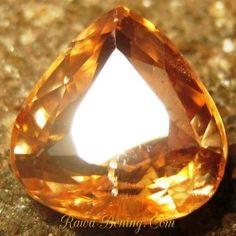 Batu Permata Pear Shape Imperial Zircon 2.87 carat