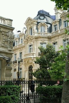 Baroque-styled Paris townhouse