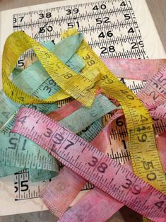 Chelle Fowler's fab tutorial for making Crinkle Ribbon Measuring Tape!