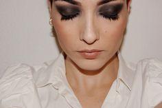 Ahumado en negro y labios suaves #makeup #smokeyeyes #black #night