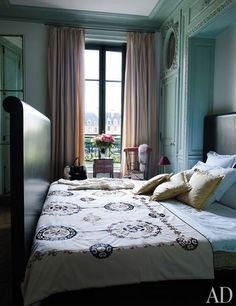 21 beautiful collection of colorful blue bedroom interior ideas … – Modern Bedroom Decoration Paris Bedroom, Blue Bedroom Decor, Modern Bedroom Decor, Bedroom Apartment, Home Bedroom, Master Bedroom, Parisian Room, Bedroom Ideas, Parisian Apartment