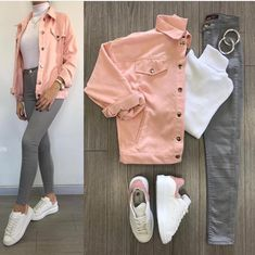 White turtle neck, grey jeans, pink denim jacket and white superstars. Grey Jeans Outfit, Pink Denim Jacket, Jeans Dress, How To Wear Denim Jacket, Jacket Jeans, Dress Shoes, Shoes Heels, Girls Fashion Clothes, Winter Fashion Outfits