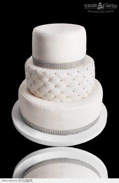 Biały tort weselny, biało-srebrny tort weselny, piętrow… na Stylowi.pl