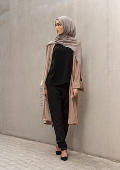 16 New ideas fashion hijab black muslim Modest Wear, Modest Outfits, Modest Fashion, Trendy Fashion, Fashion Outfits, Fashion Black, Women's Fashion, Fashion Trends, Casual Hijab Outfit