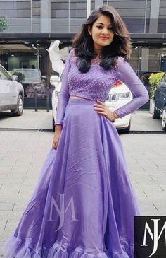 Indian Gowns Dresses, Indian Fashion Dresses, Indian Designer Outfits, Modest Dresses, Stylish Dresses, Simple Kurti Designs, Half Saree Designs, Stylish Dress Designs, Long Skirt Top Designs