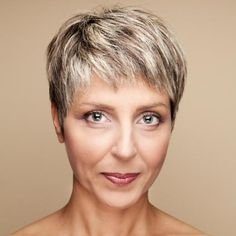 short hairstyle with hghkights for women over 40