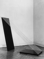 Giovanni Anselmo: Senza titolo, 1967. Legno, formica, polietilene. Foto Paolo Bresson.