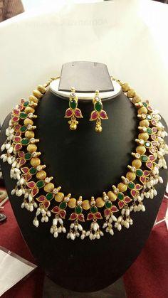 Three Great Ways To Find Cheap Diamond Rings Indian Wedding Jewelry, Bridal Jewelry, Hyderabadi Jewelry, Gold Jewellery Design, Gold Jewelry, India Jewelry, Pandora, Jewelry Patterns, Necklace Designs