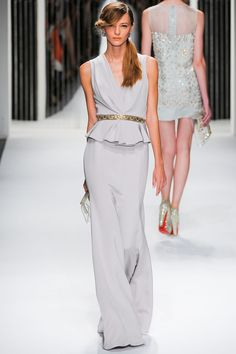 Love the style and ease of this, Can we find it anywhere? Jenny Packham Spring Summer 2013 Ready To Wear Collection – Haute Couture Evening Gowns Moda Fashion, Runway Fashion, Fashion Show, Fashion Design, Haute Couture Style, Lingerie Plus Size, Hot Lingerie, Jenny Packham, Beautiful Gowns