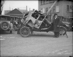 vintage-car-crashes-25