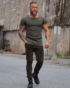 Beard tips - 47 Attractive Casual Shirt Ideas Trending Today Beard Tips, Herren Outfit, Trending Today, Muscular Men, Hair And Beard Styles, Haircuts For Men, Classy Outfits, Bearded Men, Mens Fashion