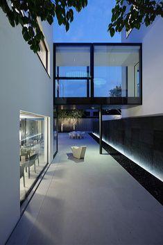 Bridged House / Ida&Billy Architects