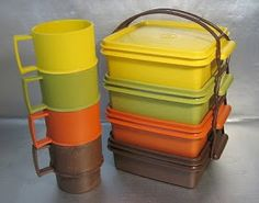 retro collectables: Retro tupperware picnic set with carry handle and cups