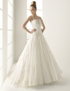 A-Line Straight Neckline Strapless with Empire Waist and Lace Appliques Zipper Organza Wedding Dress