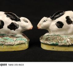 Pair of English Staffordshire Bunnies - 19th century