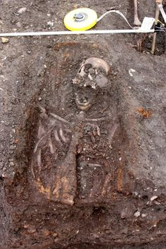 Archaeologists find 3,00 skeletons during dig at liverpool street