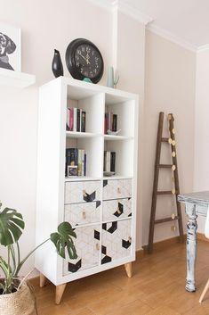 Consigue que tu estantería Kallax de Ikea sea dif. - Consigue que tu estantería Kallax de Ikea sea dif… – Etagere Kallax Ikea, Ikea Kallax Bookshelf, Ikea Kallax Regal, Ikea Expedit, Diy Furniture Hacks, Ikea Furniture, Furniture Makeover, Cheap Home Decor, Diy Home Decor