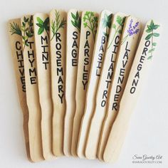 21 Cute and Easy DIY Garden Markers 21 Easy Cute DIY Garden Markers! Keep track of what you planted Herb Garden Design, Diy Garden, Garden Projects, Garden Plant Markers, Herb Markers, Garden Labels, Plant Labels, Garden Signs, Permaculture