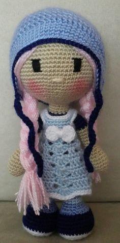 Muñeca de crochet de 22 cm