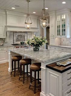 Marble countertops and beautiful wooden floors for a great kitchen space. Kitchen Ideas Marble Counters Marble countertops and beautiful wooden floors for a great kitchen space. Classic Kitchen, Farmhouse Style Kitchen, Modern Farmhouse Kitchens, Home Decor Kitchen, Diy Kitchen, Cool Kitchens, Space Kitchen, Kitchen Ideas, Kitchen Designs