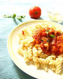 Фузили с доматен сос