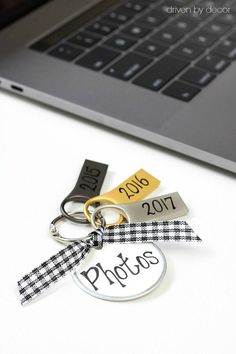 Loving the smart organization tips in this post like this great way to organize your digital photos - USB flash drives on a metal ring!