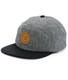 Get a classic cap style with a classic 7 panel grey oxford crown with a contrasting black bill and a circular Brixton logo patch at the front.