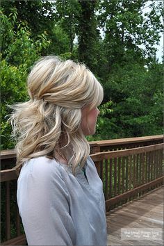 Pinned Half Up  This hairstyle tutorial will show you a simple way to wear your hair half up. It can be worn in a formal way or just for a day of shopping. Plus she has the perfect amount of poof in the back! I love her blog.