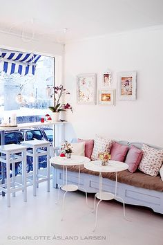 Welcome to Fairytale Cupcakes in Norway! I really wish I could visit this store! It seems rather compact and bijoux but perfect in every way. I would kill for a sofa like this and these tables with lace tablecloths are absolutely adorable! and look at those lovely pip studio cups and saucers that have been …