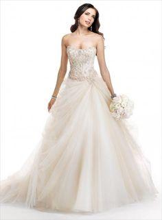 c4997762c18d Maggie Sottero Rosabel - objavte inováciu klasickej tylovej sukne v týchto  romantických svadobných šatách. Vyšperkovaný