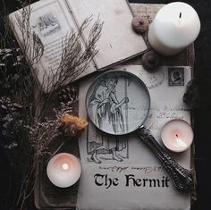 Lovely altar inspired by the Hermit tarot card Tarot Celta, Dark Fantasy, Imagenes Dark, Maleficarum, The Ancient Magus Bride, Season Of The Witch, Modern Witch, Witch House, Witch Aesthetic