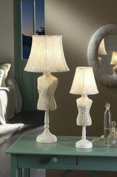 Lampenschirm Und Polsterung Aus Gemustertem Stoff Mit Spitzenapplikationen  In Ecru