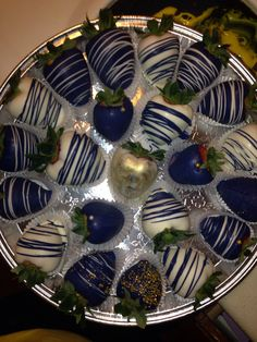 Gold, White, & Navy Blue Chocolate covered strawberries #ExtremeEvents