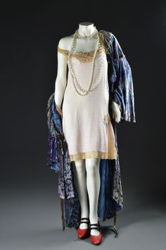 """Carol Burnett, """"Annie,"""" Columbia, Designed by Theoni V. Aldredge, The Collection of Motion Picture Costume Design: Larry McQueen Hollywood Costume, Hollywood Fashion, Hollywood Style, 1930s Fashion, High Fashion, Vintage Fashion, Ballet Costumes, Movie Costumes, Vintage Glamour"""