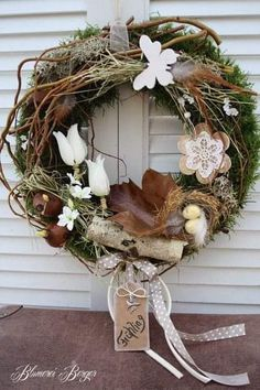 Wonderful No Cost how to make a Spring Wreath Suggestions Locate a uncomplicated the best way to assist with regard to wreath producing and create a lovely wi Door Wreaths, Grapevine Wreath, Easter Wreaths, Christmas Wreaths, Couronne Diy, Garden Workshops, Cotton Wreath, Summer Wreath, Spring Wreaths
