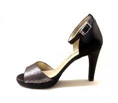 Sandalias con pulsera en tobillo de Pomares Vazquez en raso negro y plata @zapatosmilpies