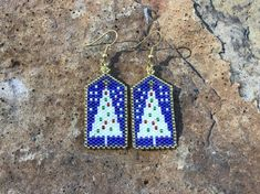 White Christmas Tree Beaded Earrings, Christmas Earrings by DoubleACreations on Etsy Diy Christmas Earrings, Christmas Tree Earrings, Cross Stitch Christmas Ornaments, Holiday Jewelry, Vintage Christmas Ornaments, Christmas Mantles, Seed Bead Patterns, Beading Patterns, Silver Christmas