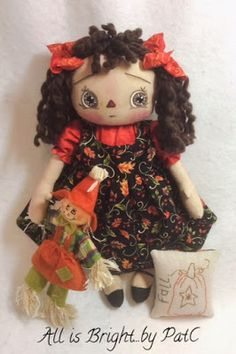 Finished this Annie today.  I'm calling her my Autumn Annie.        I love this fabric with the Fall leaves.  Her pillow is handstit...