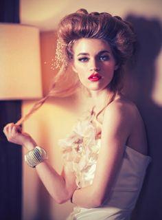 Love her hair and makeup MISS ANIELA - ARTIST - FASHION