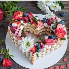 Fruit tart dessert valentines day 36 ideas for 2019 Cute Desserts, Delicious Desserts, Tortas Deli, Cake Cookies, Cupcake Cakes, Alphabet Cake, Dessert Original, Heart Cakes, Biscuit Cake