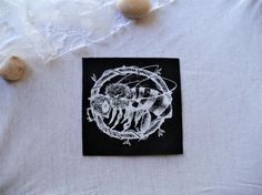Dark naturalistic sew on patch of a bee labor free/original